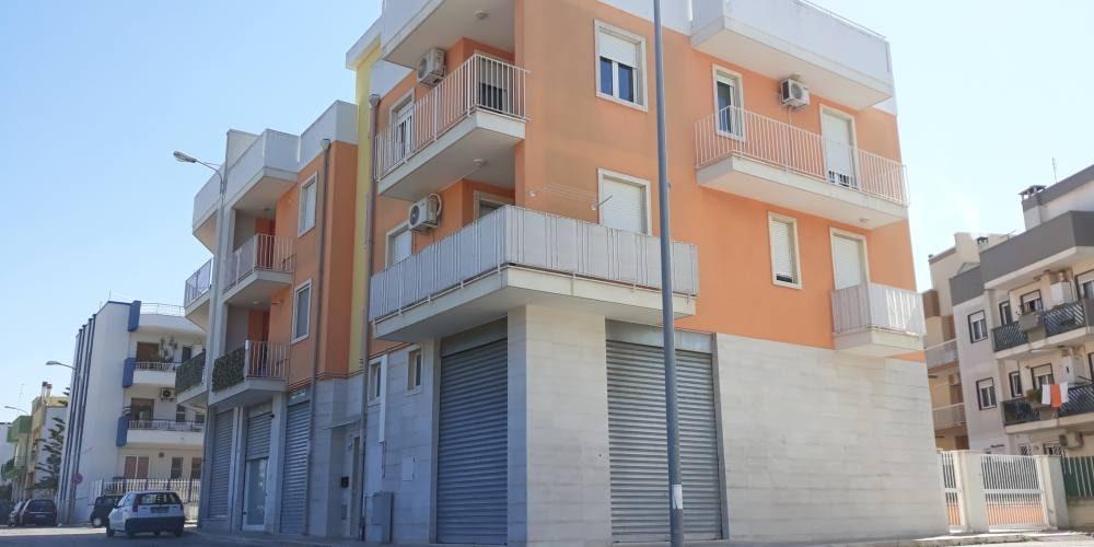 Appartamento trivani con locale e terrazzo, zn. via Peucetia, Rutigliano (Bari)